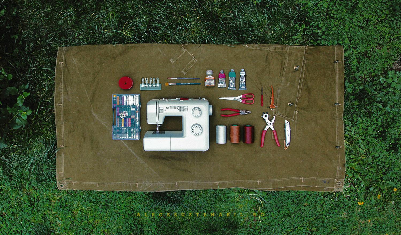 Proiecte handmade - cum sa faci genti de umar dintr-o prelata surplus din stocurile Armatei Romane