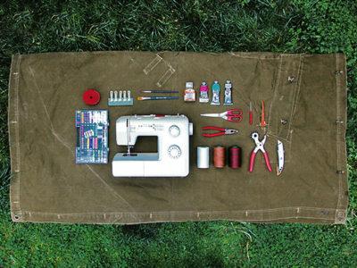 Proiecte handmade - cum sa faci genti de umar tote dintr-o prelata surplus provenit din stocurile Armatei Romane