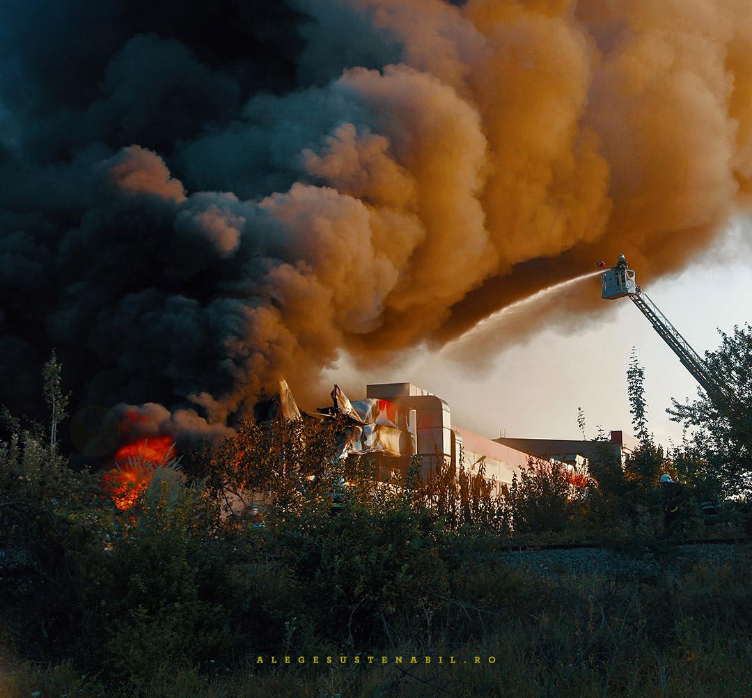 Autospecialele pompierilor intervin la Incendiul de la Fabrica Atifco Bragadiru 30 Iulie 2020