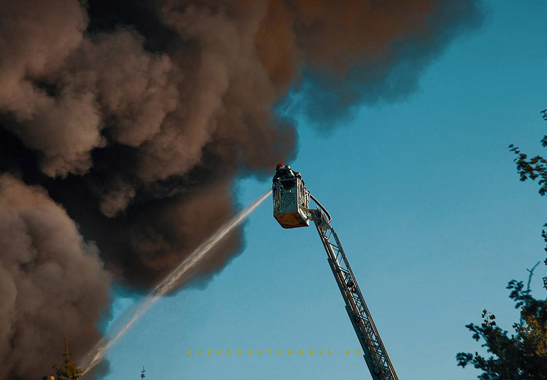 Pompierii sting Incendiul de la Fabrica Atifco Bragadiru 30 Iulie